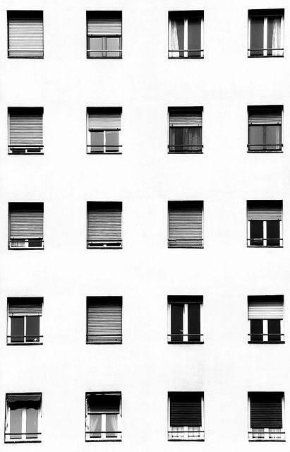 خلف النوافذ